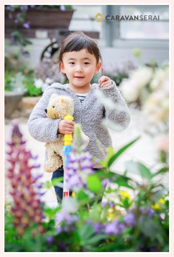 植物園 クマのぬいぐるみを抱く女の子 春日井市