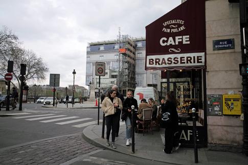 19c20 Louvre Bonaparte Barrio Tarde más o menos soleada_0103 variante Uti 485