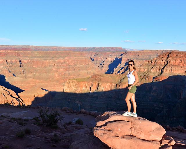 Diana frente a las vistas del Gran Cañón desde el Guano Point