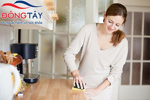 Dọn dẹp nhà cửa đón Tết cũng là cách giúp bạn vận động nhiều hơn