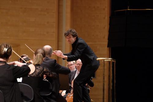 Benjamin Shwartz dirigerar SON