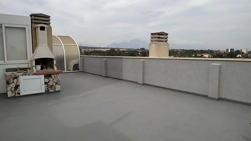 fabulosa terraza de unos 110 m2 aproximados con barbacoa, muy soleada, y con maravillosas vistas al mar y a la montaña. Con mucha privacidad.  Solicite más información a su inmobiliaria de confianza en Benidorm  www.inmobiliariabenidorm.com