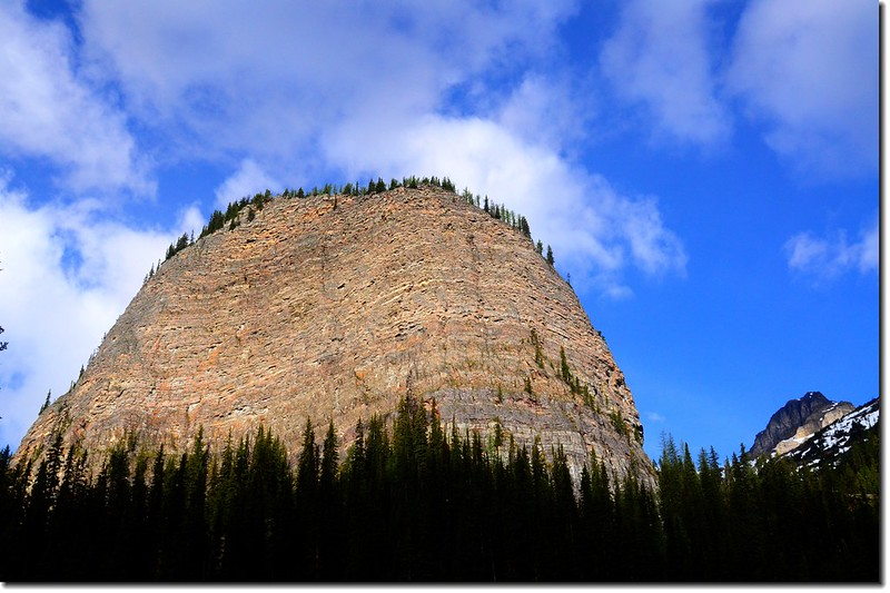 Big Beehive above Mirror Lake on the trail to Lake Agnes  (4)
