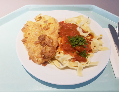 Tilapia filet with egg-parmesan-coat, tomato sauce & butter noodles / Tilapiafilet in Ei-Parmesanhülle, dazu Tomatensugo & Butternudeln