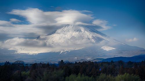 Fuji covered in Lenticularis
