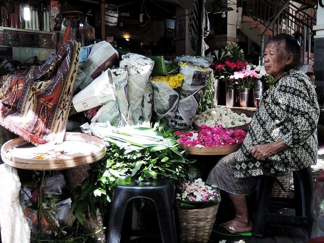 Florist Lady florist oldlady, Nikon COOLPIX P330