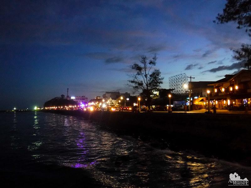 Rizal Boardwalk at dusk