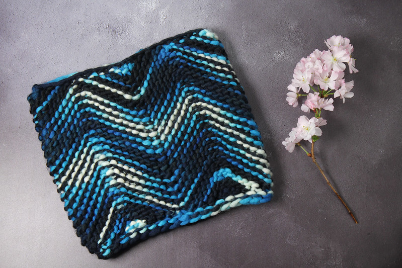Tsunami Cowl knitting pattern by Suzie Blackman
