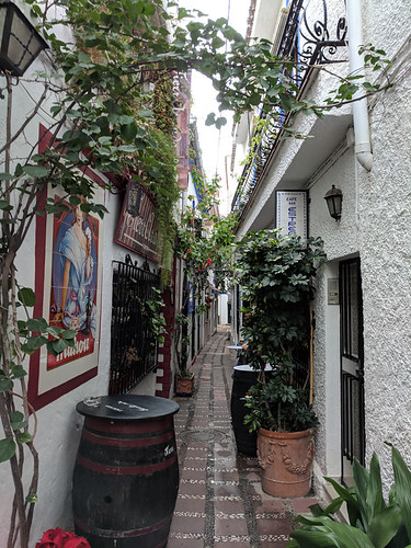 skinny streets in Marbella