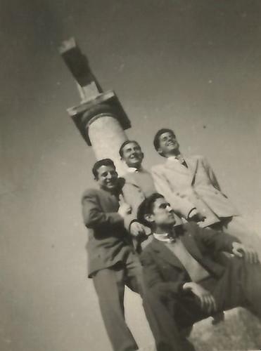 Toledo - 1947. Antonio Moragón abajo, sentado y Sanchez Colorado a la izquierda. Colección de Pedro Sánchez-Colorado