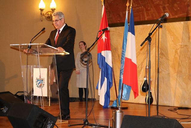Celebran en París el 60 aniversario del triunfo de la Revolución cubana.