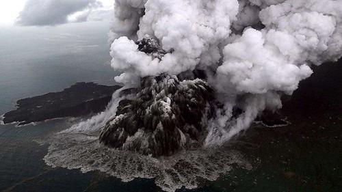 Gunung Anak Krakatau Berubah Status Jadi Siaga