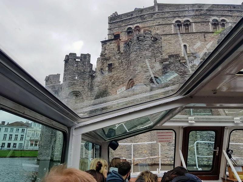 Castillo de los Condes desde los canales