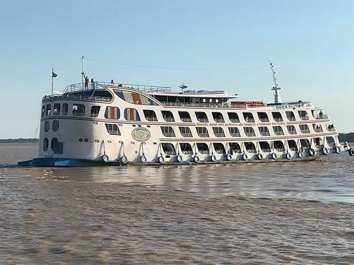 Racha de ferry boats no rio Amazonas deixa em pânico passageiros; assista ao vídeo, ferry boat