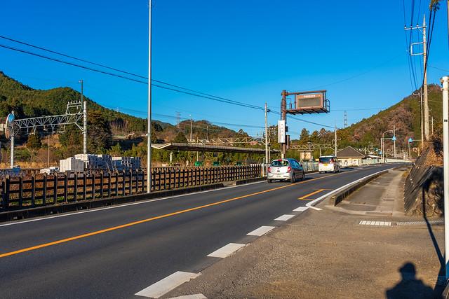 武蔵横手駅から関の入林道に入る
