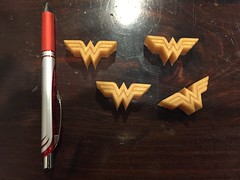 Wonder Woman golden resin magnets