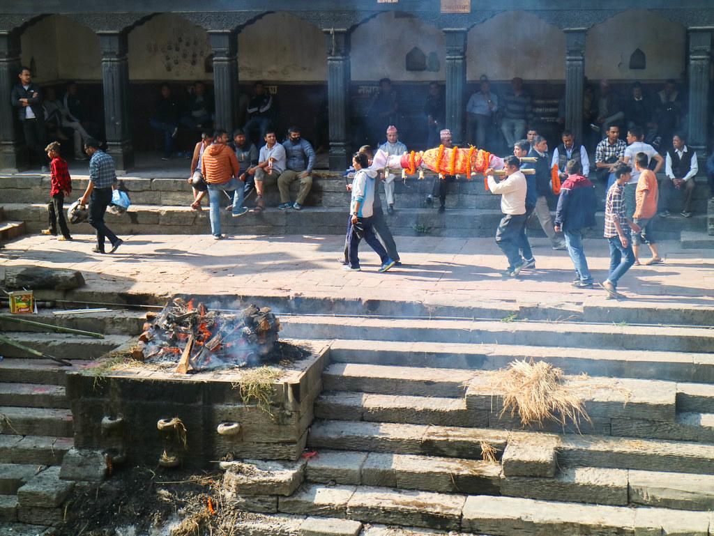 Cremaciones en Nepal