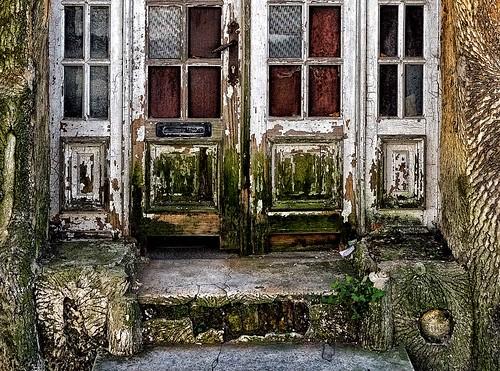 Dilapidated front door (II)