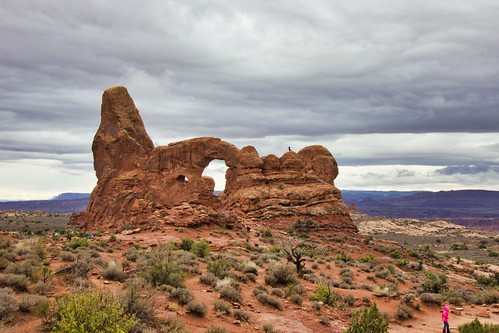 IMG_13278_Woman_on_Top_of_Turret_Arch