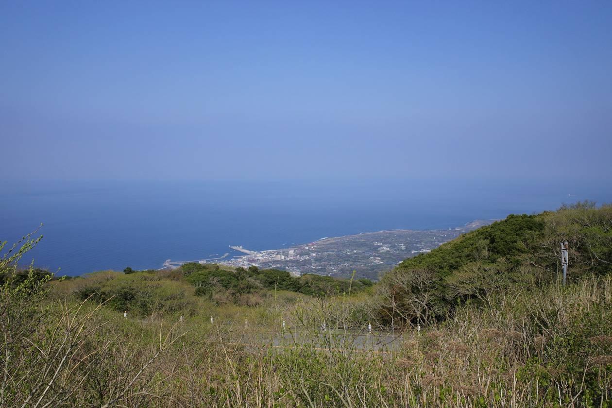 伊豆大島・三原山 頂上口駐車場からの海の眺め