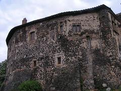 20080515 23077 0905 Jakobus Montverdun Burg Haus Mauer Fensterkreuz