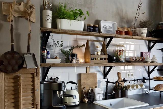 Stoere keuken met open planken