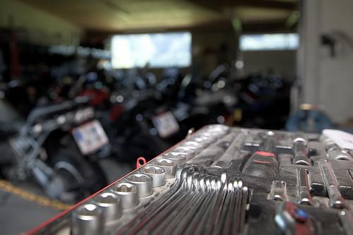 Schrauberecke im Motorradhotel Zerza