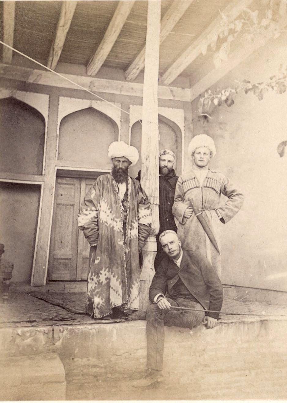 Чарджуй. Лорин, Столыпин (секретарь генерала Анненкова), Рубинштейн (секретарь генерала Анненкова) и Миракур, прикрепленный к генералу Анненкову правительством Бухары