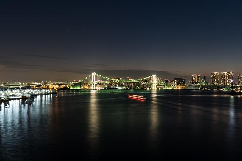 豊洲大橋から見たレインボーブリッジの夜景