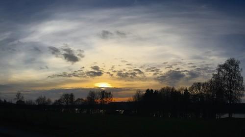 Sonne - Wolken - Bäume - See - Belau - Schleswig-Holstein - Deutschland