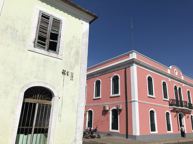 Edificios coloniales en Santo Antonio, la capital de la isla de Príncipe