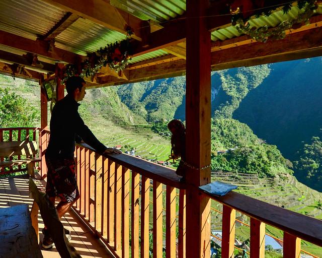 Divisando el paisaje de Batad desde el porche de nuestro alojamiento