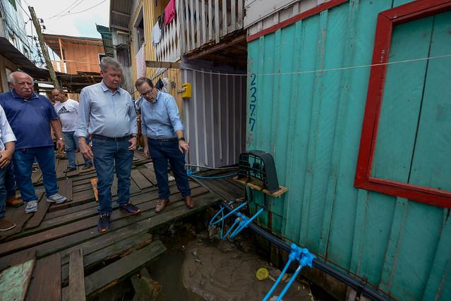 12.02.19 - Prefeito visita moradores na Cachoeirinha que são beneficiados com rede aérea de abastecimento de água