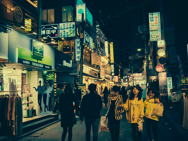 Hongdae at night, Panasonic DMC-GX8, LUMIX G 20/F1.7 II