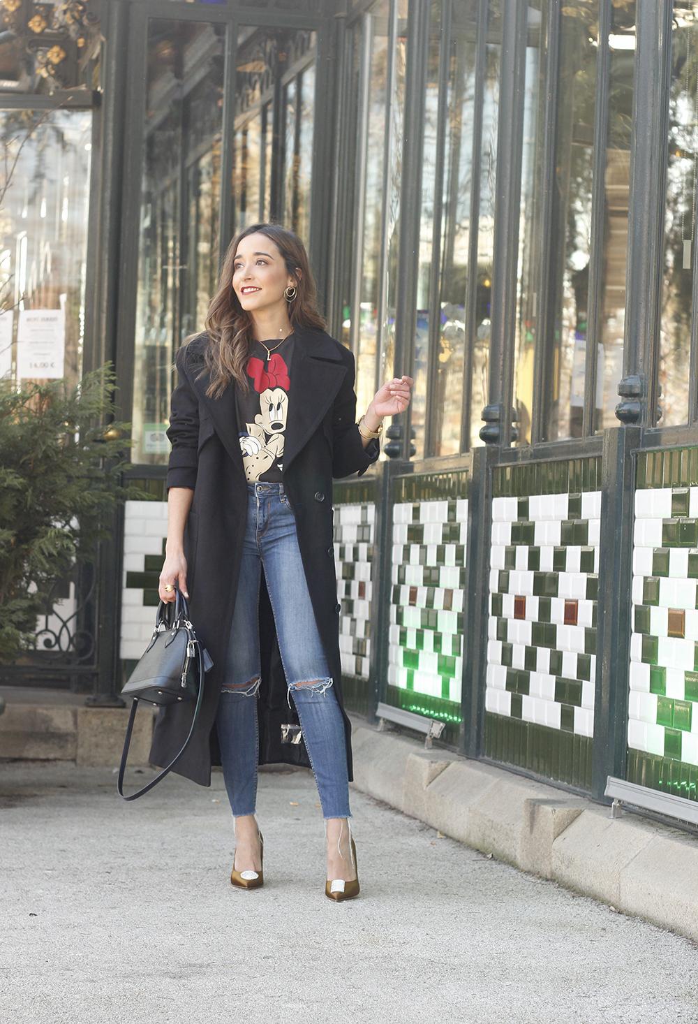 black trench coat amazon fashion minnie t-shirt louis vuitton bag uterqüe street style outfit 20194