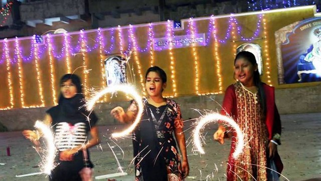 5035 How is Diwali celebrated in Pakistan 01