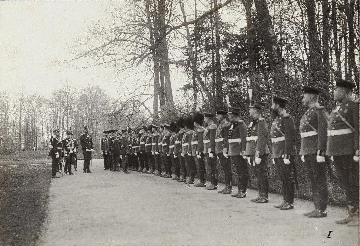 1908. осударь Император обходит офицеров Офицерской Артиллерийской Школы