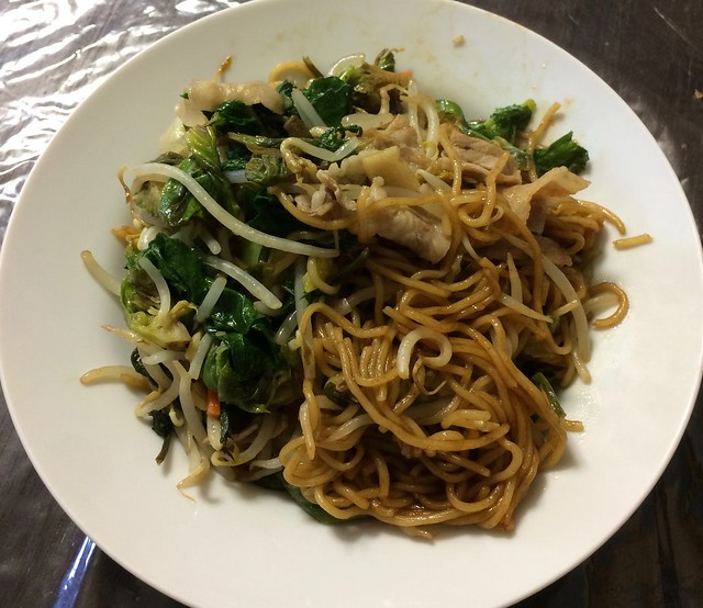 Fried Noodles with wild vegetables