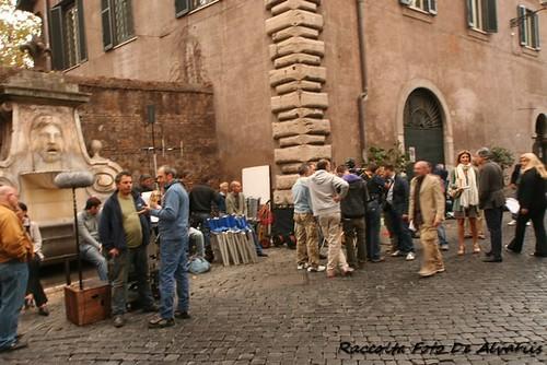 2010 Passeggiando per Via Giulia s'incontrano Lando Buzzanca e Martina Colombari