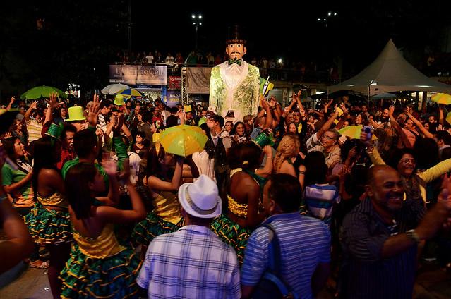 Pela relação do bloco com os moradores, o Homem da Meia Noite é um dos momentos mais esperados do carnaval - Créditos: Cultura PE