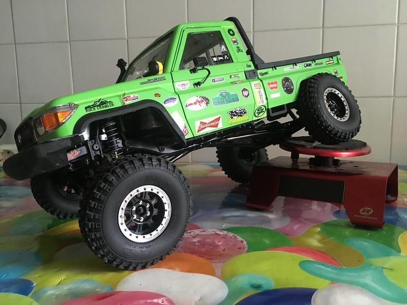 Toyota LC70 SCX10 II 32105402407_9b41114c51_c
