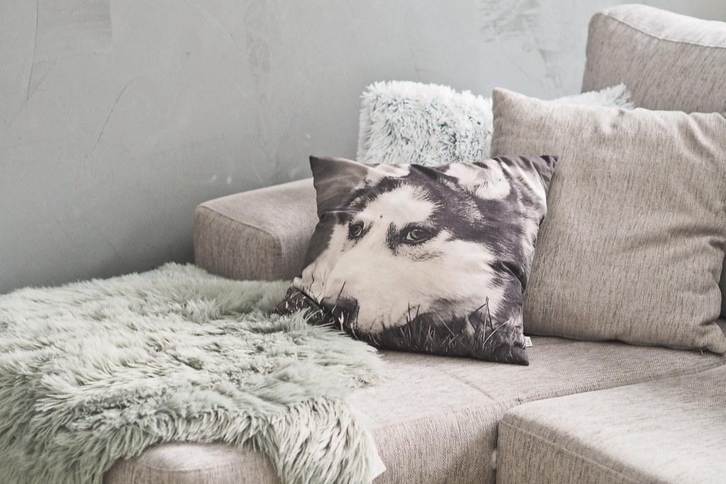 kuvia sohvasta