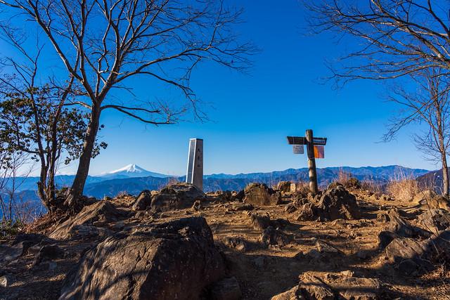 貸し切りの大岳山頂