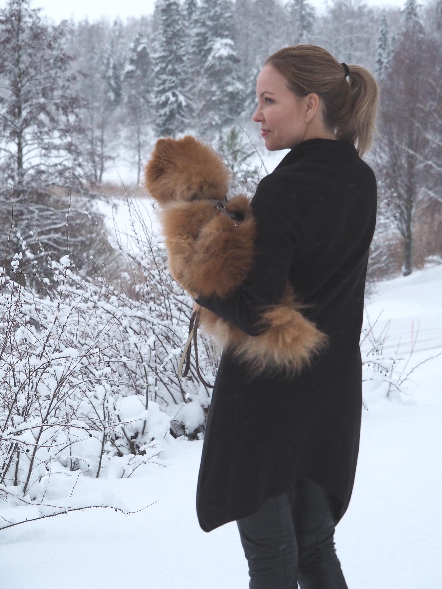 Vera Neuletakki by Oasis Finland, Business Woman