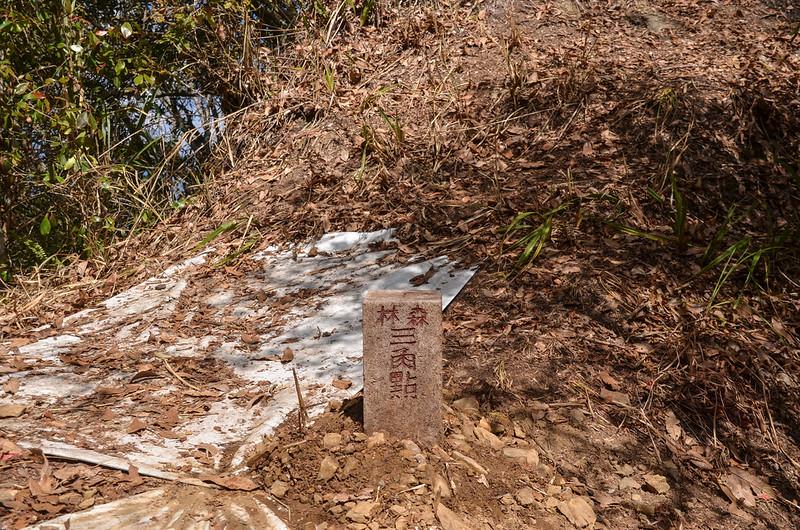 留佐屯山重立後冠字次近(06)的山字森林三角點(Elev. 1902 m)