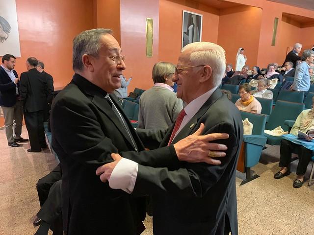 Maradiaga, con el padre Ángel