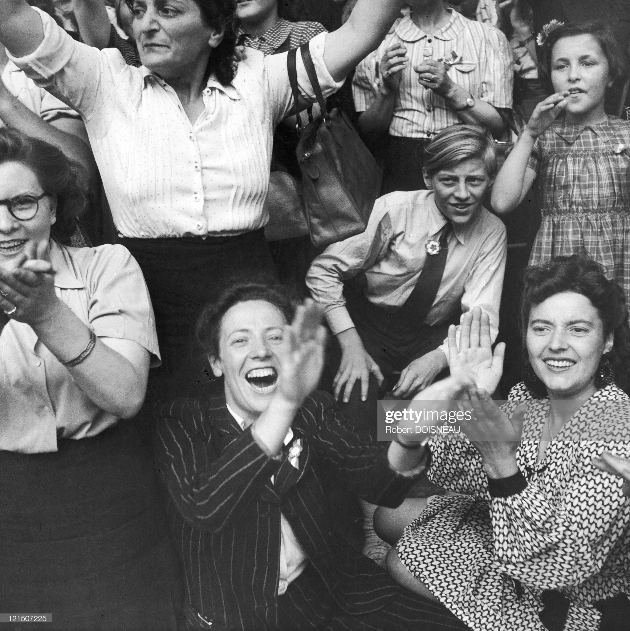 1944. Освобождение Парижа. Люди встречают генерала де Голля