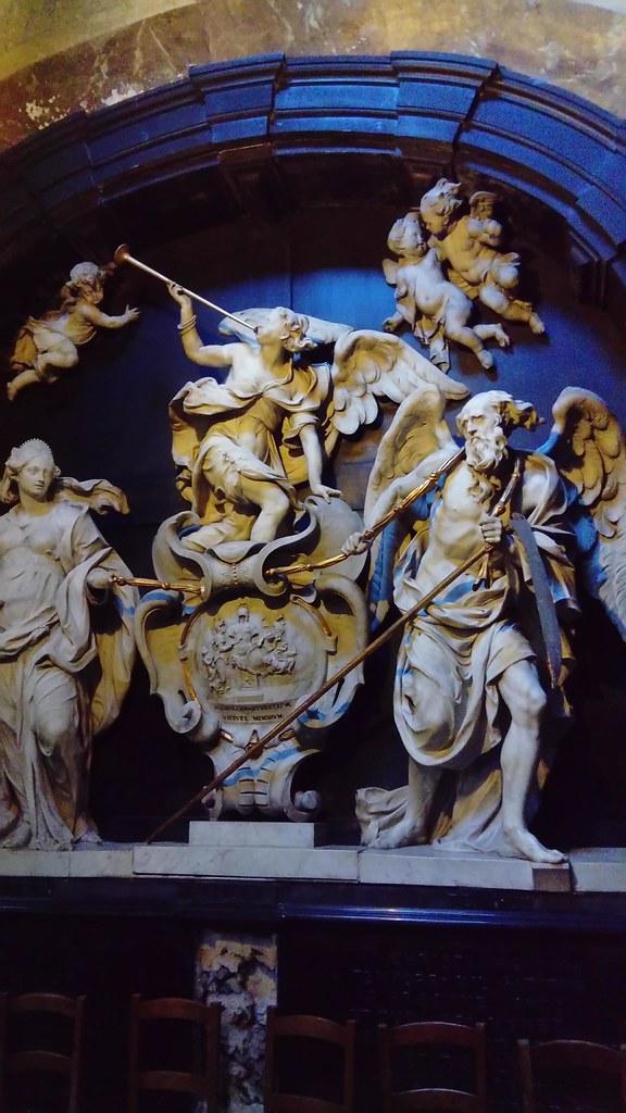Esculturas dentro de la Capilla