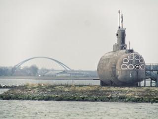 U-Boot & Brücke - Insel Fehmarn - Baltic Sea - 8. Februar 2019 - Fehmarn - Schleswig-Holstein - Deutschland