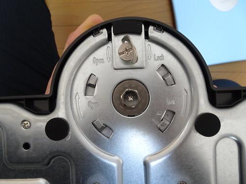 BenQ XL2546 240Hz ゲーミングディスプレイがネジ穴にネジを入れる作業がない